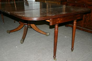 Pedestal Base Extending Dining Table With Leaves - Dining table with 3 leaves